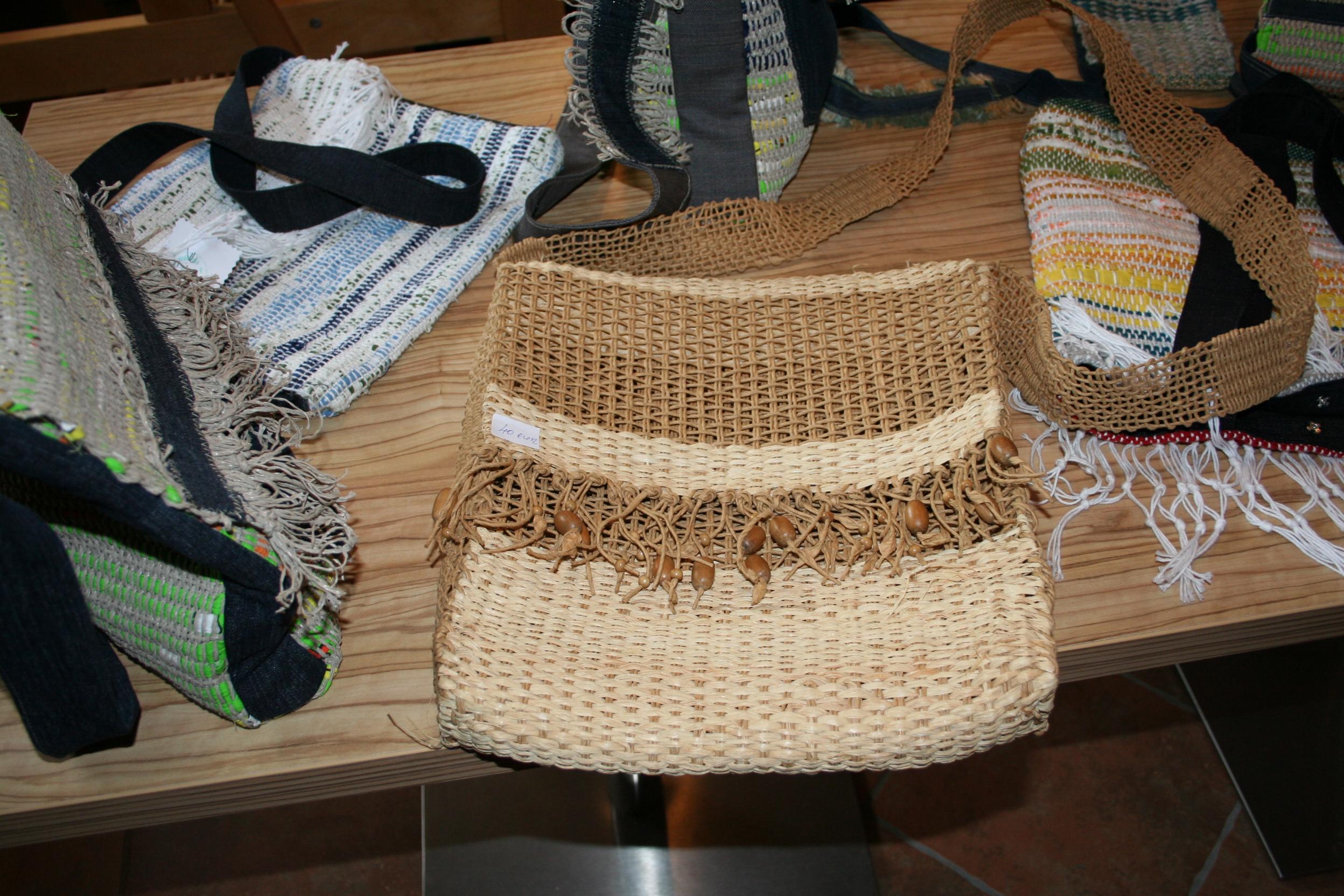 Prikaz unikatnega ročnega tkanja in razstava izdelkov, Pristava 28.2.2014